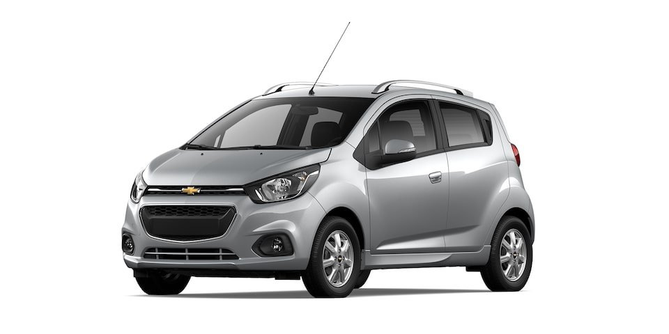 Chevrolet Beat HB 2021, auto hatchback en color plata brillante